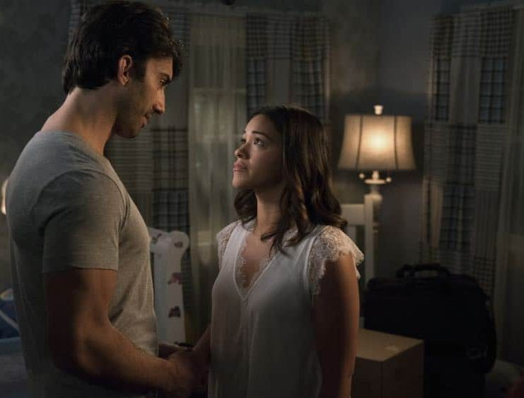 "Jane The Virgin -- ""Chapter Seventy-Three"" -- Image Number: JAV409b_0403.jpg -- Pictured (L-R): Justin Baldoni as Rafael and Gina Rodriguez as Jane -- Photo: Michael Desmond/The CW -- © 2018 The CW Network, LLC. All Rights Reserved."