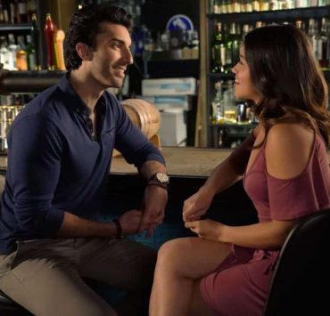 """Jane The Virgin -- """"Chapter Seventy-Four"""" -- Image Number: JAV410a_0688.jpg -- Pictured (L-R): Justin Baldoni as Rafael and Gina Rodriguez as Jane -- Photo: Greg Gayne/The CW -- © 2018 The CW Network, LLC. All Rights Reserved."""