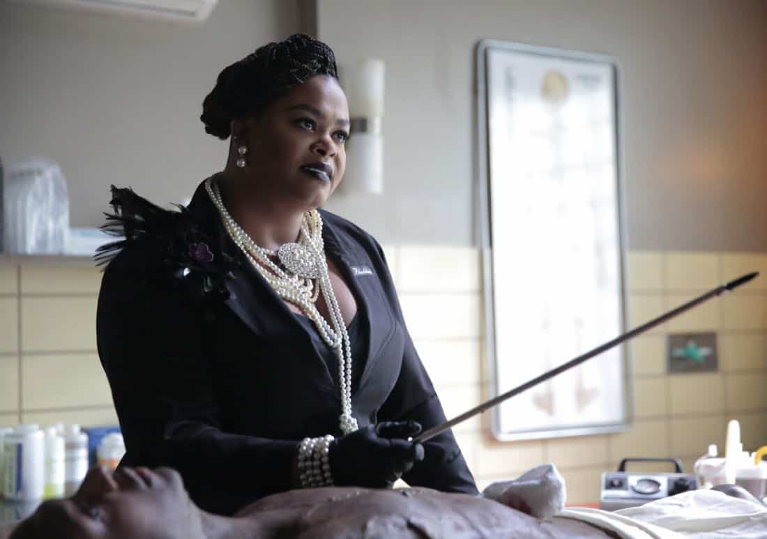 "Black Lightning -- ""Black Jesus"" -- Image BLK104b_0273r.jpg -- Pictured: Jill Scott as Lady Eve -- Photo: Carin Baer/The CW -- © 2018 The CW Network, LLC. All rights reserved."