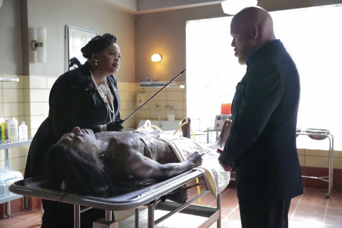 "Black Lightning -- ""Black Jesus"" -- Image BLK104b_0351rb.jpg -- Pictured (L-R): Jill Scott as Lady Eve and Marvin ""Krondon"" Jones III as Tobias -- Photo: Carin Baer/The CW -- © 2018 The CW Network, LLC. All rights reserved."