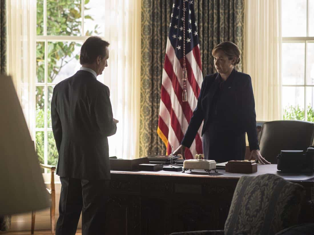 "Linus Roache as Wellington and Elizabeth Marvel as Elizabeth Keane in HOMELAND (Season 7, Episode 01, ""Enemy of the State"") - Photo: Jacob Coppage/SHOWTIME - Photo: HOMELAND_701_3980.R.jpg"