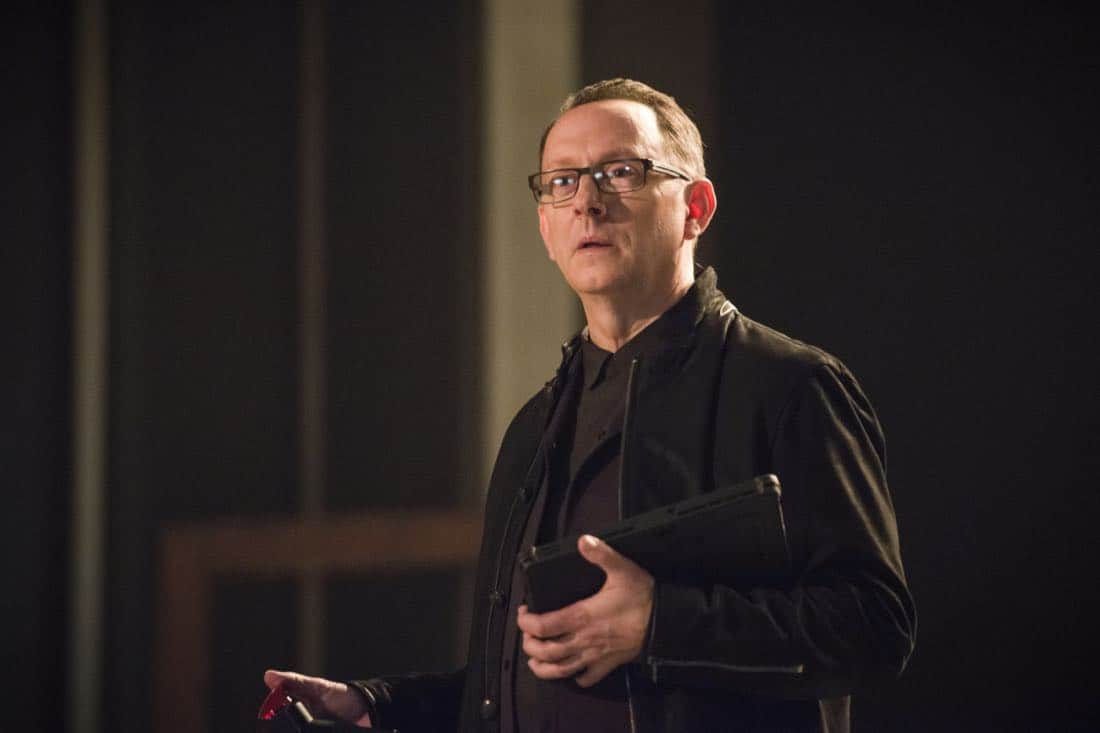 """Arrow -- """"The Devil's Greatest Trick"""" -- Image Number: AR613a_0081.jpg -- Pictured: Michael Emerson as Cayden James -- Photo: Diyah Pera/The CW -- © 2018 The CW Network, LLC. All Rights reserved."""