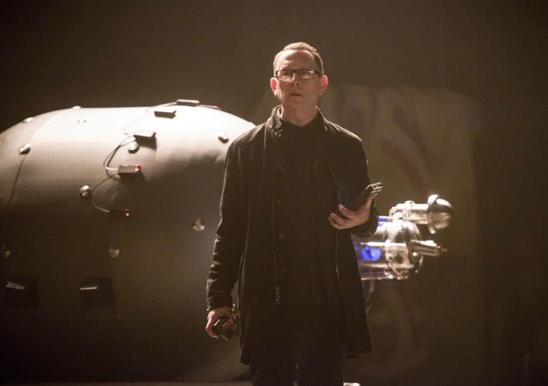 "Arrow -- ""The Devil's Greatest Trick"" -- Image Number: AR613a_0195.jpg -- Pictured: Michael Emerson as Cayden James -- Photo: Diyah Pera/The CW -- © 2018 The CW Network, LLC. All Rights reserved."