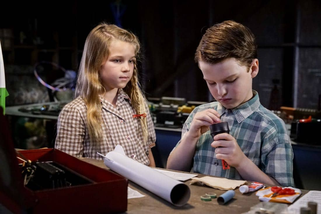 """""""Rockets, Communists, and the Dewey Decimal System""""-- Pictured: Missy (Raegan Revord) and Sheldon (Iain Armitage). To appease his worried mother, Sheldon employs the techniques of a self-help book to try and make a friend, when YOUNG SHELDON returns in its new time period, Thursday, Nov. 2 (8:31-9:01 PM, ET/PT) on the CBS Television Network. Photo: Robert Voets/Warner Bros. Entertainment Inc. © 2017 WBEI. All rights reserved."""