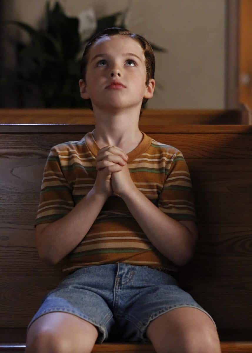 """""""Poker, Faith, and Eggs""""-- Pictured: Sheldon (Iain Armitage). When George Sr. is rushed to the emergency room, Meemaw (Annie Potts) comes to babysit, and the kids have an adventure getting to the hospital on their own, when YOUNG SHELDON airs, Thursday Nov. 9 (8:31-9:01 PM, ET/PT) on the CBS Television Network. Photo: Robert Voets/Warner Bros. Entertainment Inc. © 2017 WBEI. All rights reserved."""