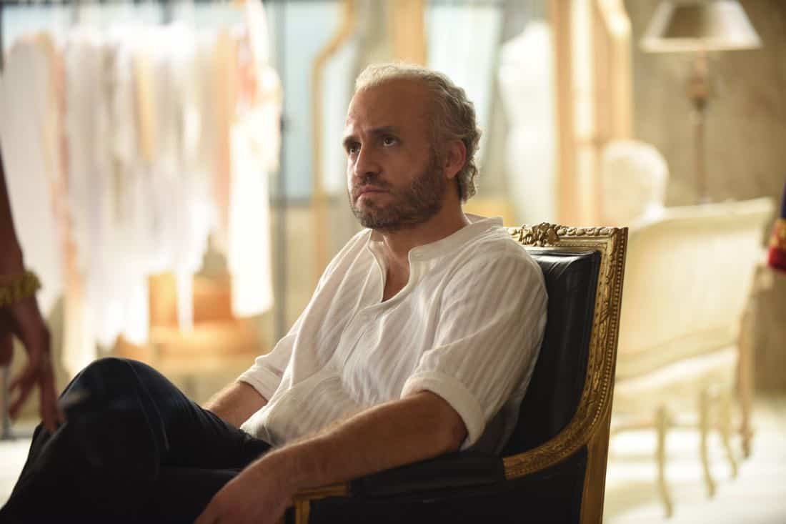 "THE ASSASSINATION OF GIANNI VERSACE: AMERICAN CRIME STORY ""Don't Ask Don't Tell"" Episode 5 (Airs Wednesday, February 14, 10:00 p.m. e/p) -- Pictured: Edgar Ramirez as Gianni Versace. CR: Ray Mickshaw/FX"