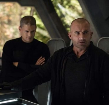 "DC's Legends of Tomorrow -- ""Daddy Darhkest"" -- Image Number: LGN310a_0526b.jpg -- Pictured (L-R): Wentworth Miller as Leo - X/Citizen Cold and Dominic Purcell as Mick Rory/Heat Wave -- Photo: Jeff Weddell/The CW -- © 2018 The CW Network, LLC. All Rights Reserved."