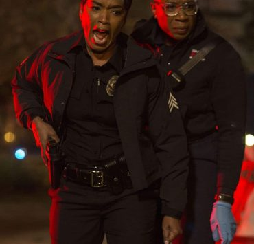 """9-1-1: L-R: Angela Bassett and Aisha Hinds in the """"Full Moon (Creepy AF)"""" episode of 9-1-1 airing Wednesday, Feb. 28 (9:00-10:00 PM ET/PT) on FOX. CR: FOX. © 2018 FOX Broadcasting."""