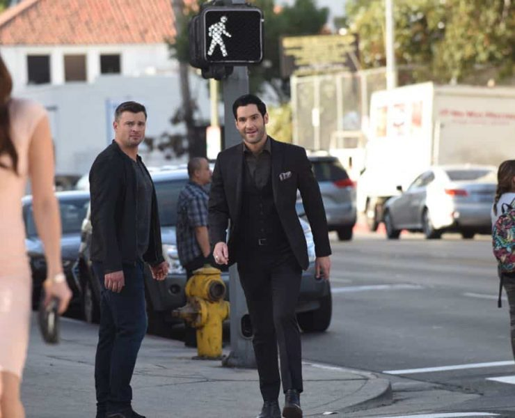 """LUCIFER: L-R: Tom Welling and Tom Ellis in the""""Infernal Guinea Pig"""" episode of LUCIFER airingMonday, March 5 (8:00-9:00 PM ET/PT) on FOX. CR: Ray Mickshaw/FOX"""