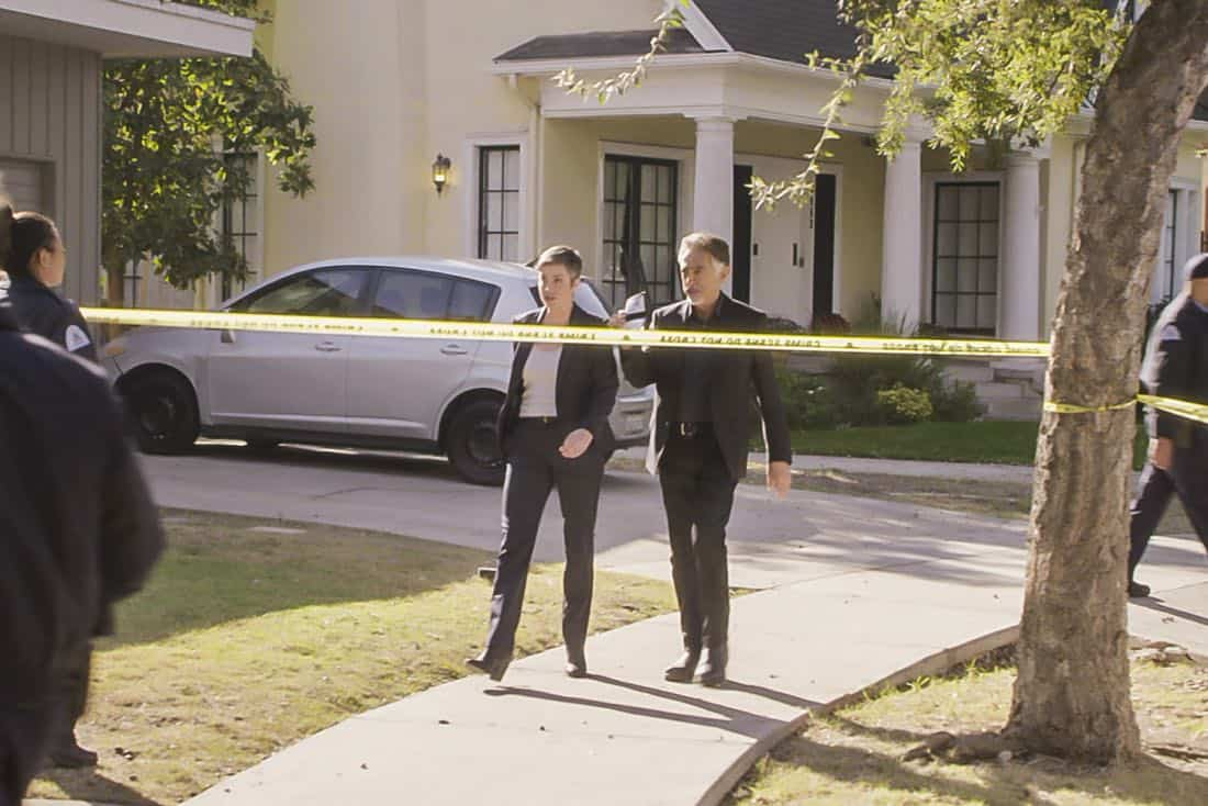 ÒAnnihilatorÓ Ð The FBIÕs Assistant Director of National Security, Linda Barnes (Kim Rhodes), joins the BAU as they investigate a quadruple homicide of a group of roommates in St. Louis, on CRIMINAL MINDS, Wednesday, March 7 (10:00-11:00 PM, ET/PT) on the CBS Television Network.    Pictured: Kim Rhodes (Assistant Director Linda Barnes), Joe Mantegna (David Rossi)   Photo: Best Screen Grab Available ©2018 CBS Broadcasting, Inc. All Rights Reserved