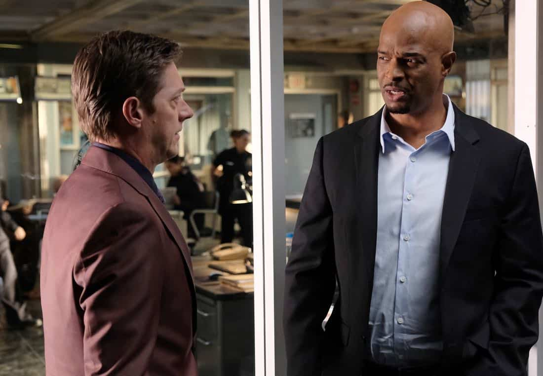 """LETHAL WEAPON: Pictured L-R: Kevin Rahm and Damon Wayans in the """"Odd Couple"""" episode of LETHAL WEAPON airing Tuesday, FEb. 27 (8:00-9:00 PM ET/PT) on FOX. ©2018 Fox Broadcasting Co. CR: Darren Michaels/FOX"""