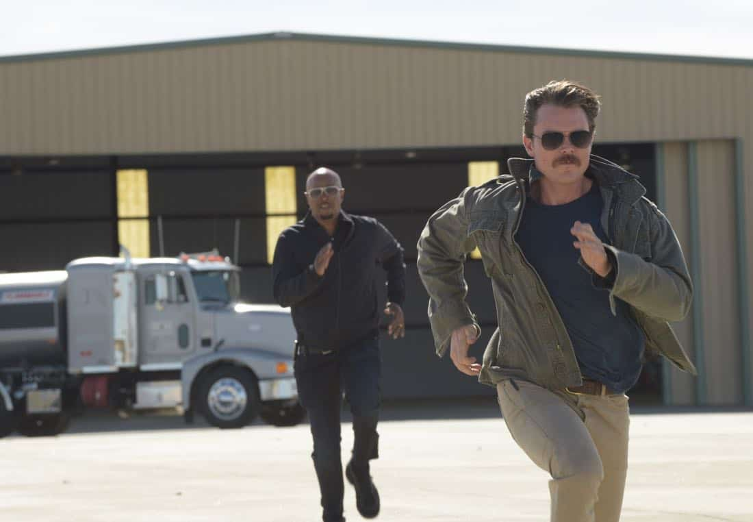 """LETHAL WEAPON: Pictured L-R: Damon Wayans and Clayne Crawford in the """" Odd Couple"""" episode of LETHAL WEAPON airing (8:00-9:00 PM ET/PT) on FOX. ©2018 Fox Broadcasting Co. CR: Ray Mickshaw/FOX"""