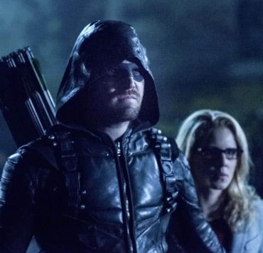 """Arrow -- """"Collision Course"""" -- Image Number: ARR614a_0226.jpg -- Pictured (L-R): Stephen Amell as Oliver Queen/Green Arrow and Emily Bett Rickards as Felicity Smoak -- Photo: Dean Buscher/The CW -- © 2018 The CW Network, LLC. All rights reserved."""