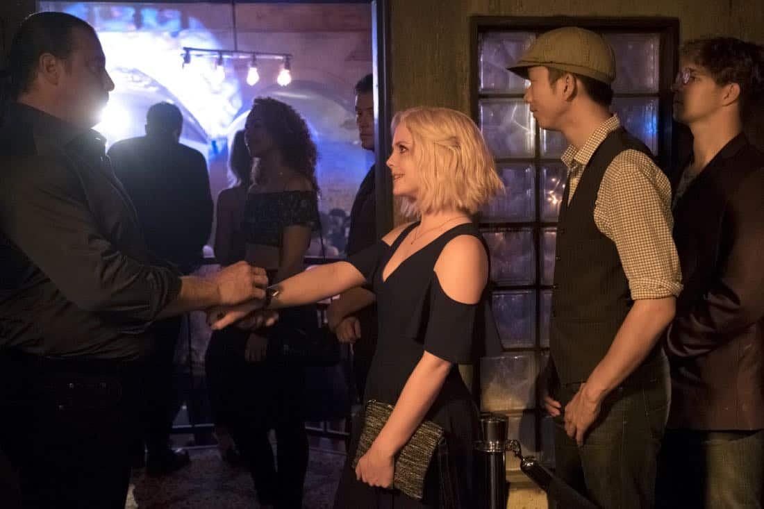"""iZombie -- """"Brainless in Seattle, Part 1"""" -- Image Number: ZMB403b_0228.jpg -- Pictured: Rose McIver as Liv -- Photo: Michael Courtney/The CW -- © 2018 The CW Network, LLC. All Rights Reserved."""
