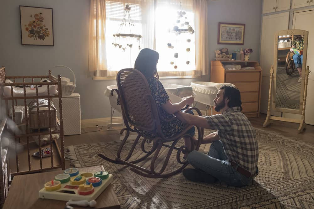 """THIS IS US -- """"This Big, Amazing, Beautiful Life"""" Episode 217 -- Pictured: (l-r) Mandy Moore as Rebecca, Milo Ventimiglia as Jack -- (Photo by: Ron Batzdorff/NBC)"""