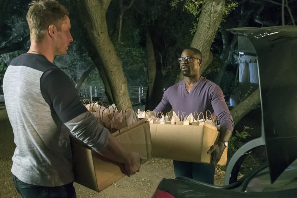 """THIS IS US -- """"The Wedding"""" Episode 218 -- Pictured: (l-r) Justin Hartley as Kevin, Sterling K. Brown as Randall -- (Photo by: Ron Batzdorff/NBC)"""