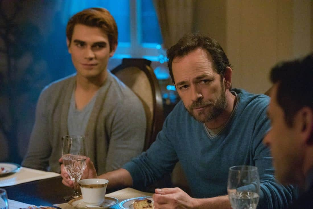 """Riverdale -- """"Chapter Twenty-Eight: There Will Be Blood"""" -- Image Number: RVD215a_0044.jpg -- Pictured (L-R): KJ Apa as Archie and Luke Perry as Fred -- Photo: Jack Rowand/The CW -- © 2018 The CW Network, LLC. All Rights Reserved."""