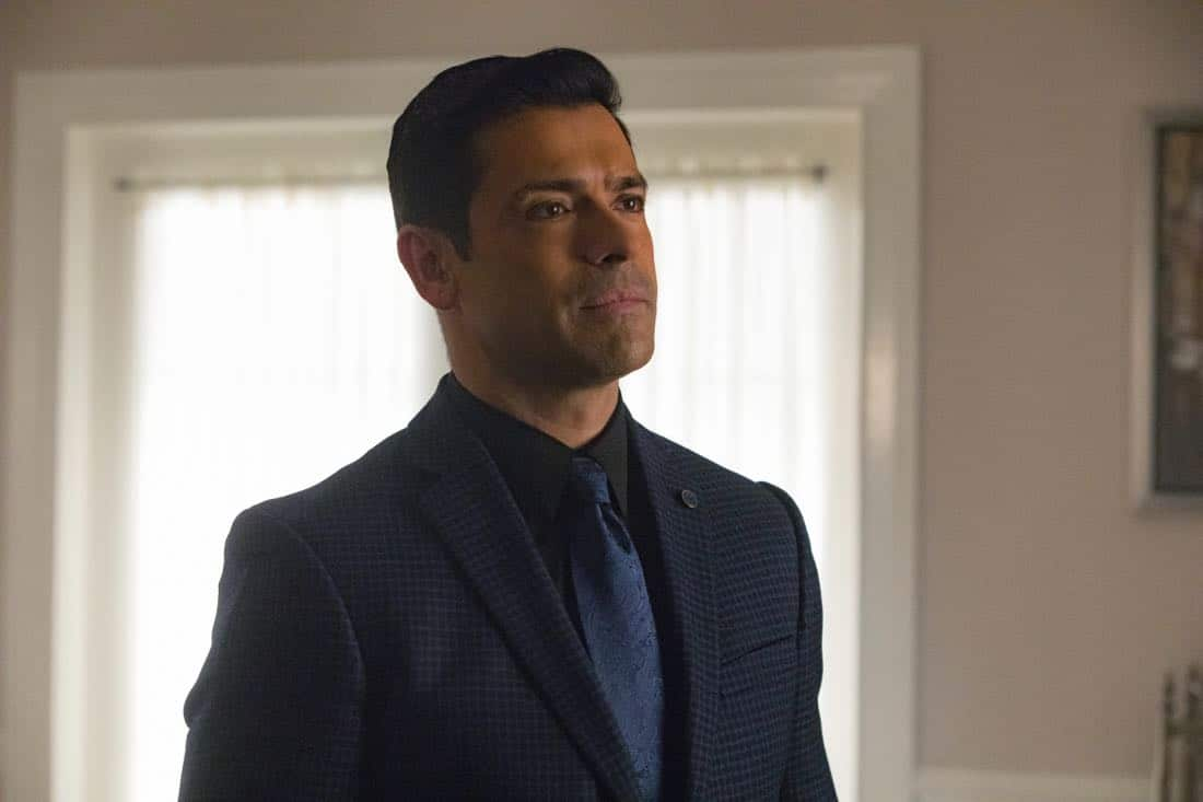 """Riverdale -- """"Chapter Twenty-Eight: There Will Be Blood"""" -- Image Number: RVD215a_0142.jpg -- Pictured: Mark Consuelos as Hiram -- Photo: Jack Rowand/The CW -- © 2018 The CW Network, LLC. All Rights Reserved."""