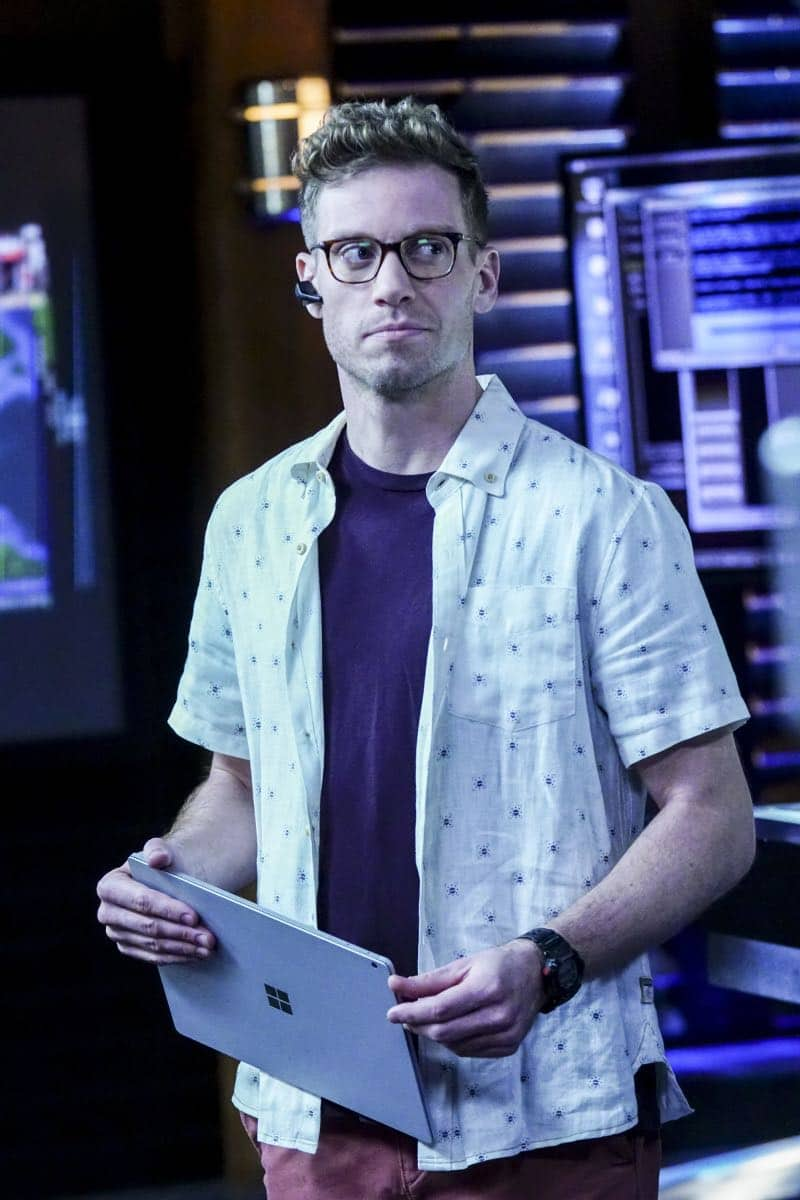"""""""Liabilities"""" - Pictured: Barrett Foa (Tech Operator Eric Beale). Callen and Sam pull Granger's daughter, former spy Jennifer Kim (Malese Jow), from witness protection to help the team locate an underground spy who has obtained an arsenal of bomb materials, on NCIS: LOS ANGELES, Sunday, March 18 (9:00-10:00 PM, ET/PT) on the CBS Television Network. Photo: Monty Brinton/CBS ©2017 CBS Broadcasting, Inc. All Rights Reserved."""