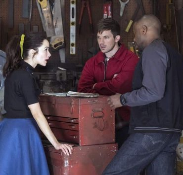 "TIMELESS -- ""Darlington"" Episode 202 -- Pictured: (l-r) Abigail Spencer as Lucy Preston, Matt Lanter as Wyatt Logan, Malcolm Barrett as Rufus Carlin -- (Photo by: Justin Lubin/NBC)"