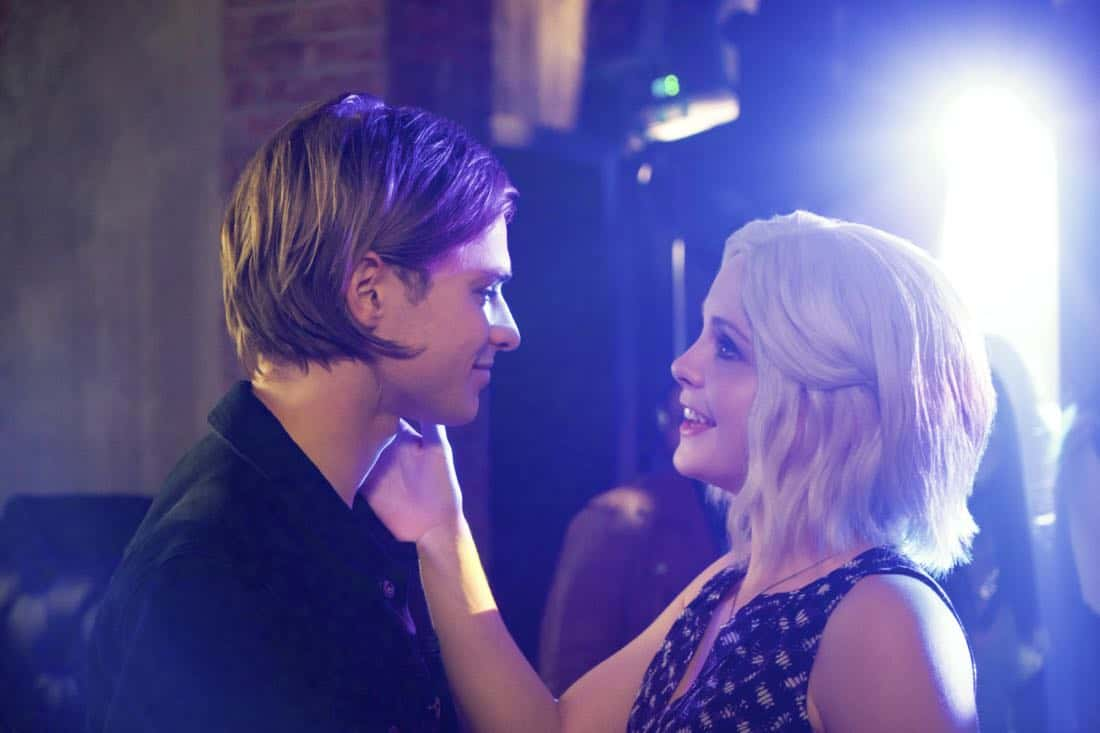 """iZombie -- """"Brainless in Seattle, Part 2"""" -- Image Number: ZMB404b_0048.jpg -- Pictured (L-R): Keenan Tracey as Tim and Rose McIver as Liv -- Photo: Shane Harvey/ The CW -- © 2018 The CW Network, LLC. All rights reserved."""