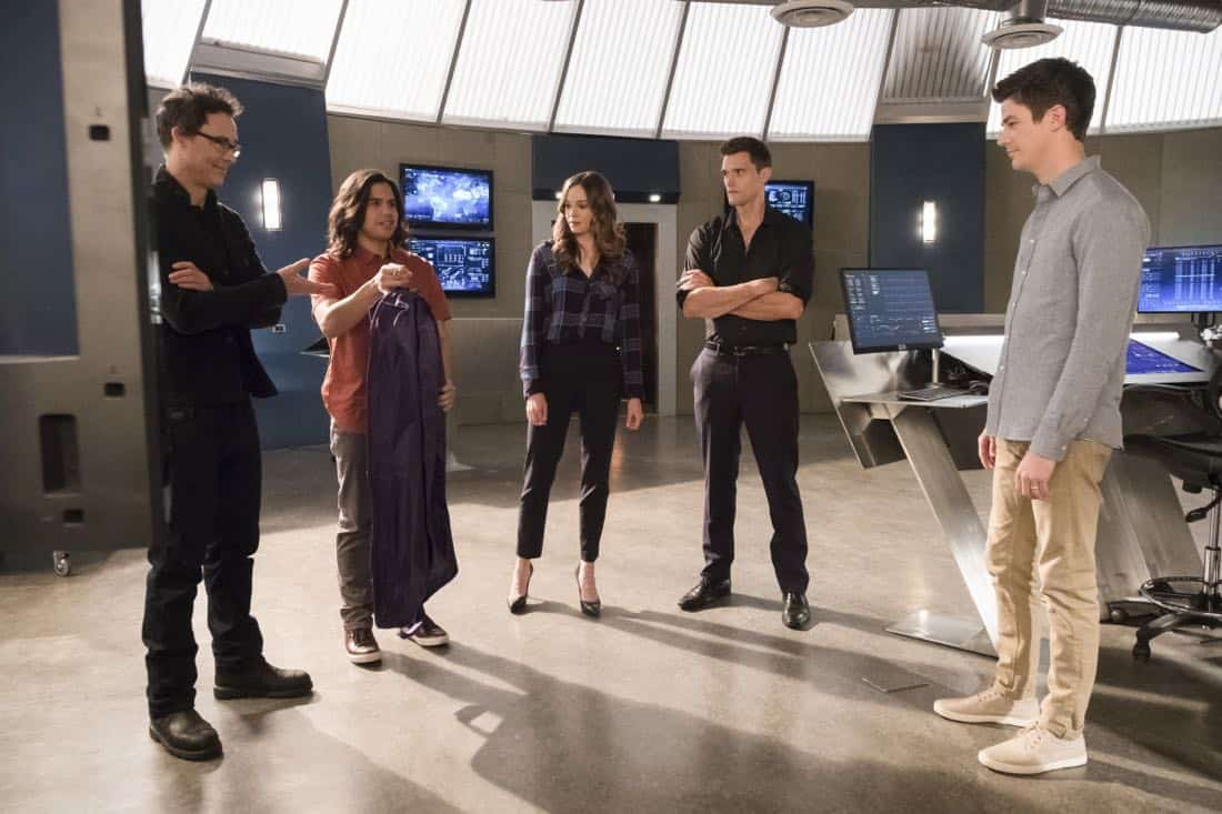 "The Flash -- ""Run, Iris, Run"" -- Image Number: FLA416b_0194b.jpg -- Pictured (L-R): Tom Cavanagh as Harrison Wells, Carlos Valdes as Cisco Ramon, Danielle Panabaker as Caitlin Snow, Hartley Sawyer as Dibney and Grant Gustin as Barry Allen -- Photo: Katie Yu/The CW -- © 2018 The CW Network, LLC. All rights reserved"