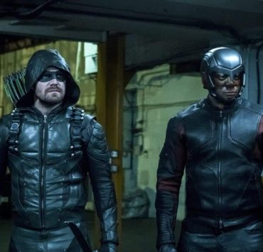 "Arrow -- ""The Thanatos Guild"" -- Image Number: AR616b_0307.jpg -- Pictured (L-R): Stephen Amell as Oliver Queen/Green Arrow and David Ramsey as John Diggle/Spartan -- Photo: Katie Yu/The CW -- © 2018 The CW Network, LLC. All rights reserved."
