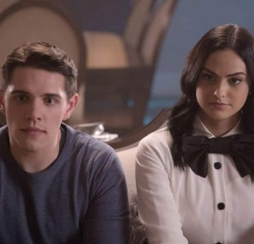 """Riverdale -- """"Chapter Twenty-Nine: Primary Colors"""" -- Image Number: RVD216d_0083.jpg -- Pictured (L-R): Casey Cott as Kevin and Camila Mendes as Veronica -- Photo: Katie Yu/The CW -- © 2018 The CW Network, LLC. All Rights Reserved."""