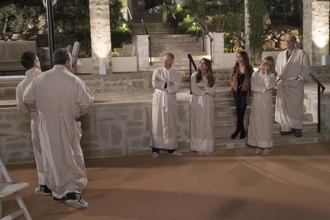 Modern Family Episode 16 Season 9 Wine Weekend 09