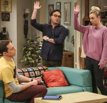 """""""The Tenant Disassociation"""" - Pictured: Sheldon Cooper (Jim Parsons), Leonard Hofstadter (Johnny Galecki) and Penny (Kaley Cuoco). When Leonard learns Sheldon is the president of the tenants association, he decides to run against him. Also, Bernadette encourages Wolowitz and Koothrappali to find the owner of a drone after they find it in the backyard, on THE BIG BANG THEORY, Thursday, April 5 (8:00-8:31 PM, ET/PT) on the CBS Television Network. Photo: Michael Yarish/Warner Bros. Entertainment Inc. © 2018 WBEI. All rights reserved."""