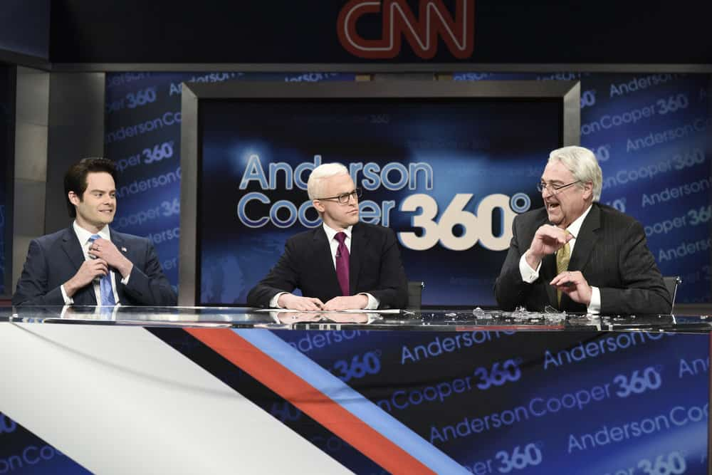 """SATURDAY NIGHT LIVE -- Episode 1741 """"Bill Hader"""" -- Pictured: (l-r) Bill Hader as Anthony Scaramucci, Alex Moffat as Anderson Cooper, John Goodman as Rex Tillerson during """"Anderson Cooper 360 Cold Open"""" on Saturday, March 17, 2018 -- (Photo by: Will Heath/NBC)"""