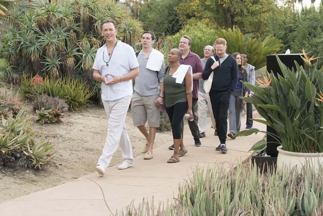 Modern Family Episode 17 Season 9 Royal Visit 01
