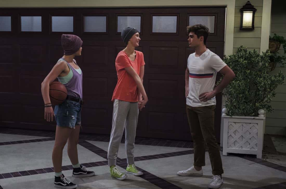 Alexa and Katie Paris Berelc, Isabel May, Emery Kelly Photos : Nicole Wilder / Netflix