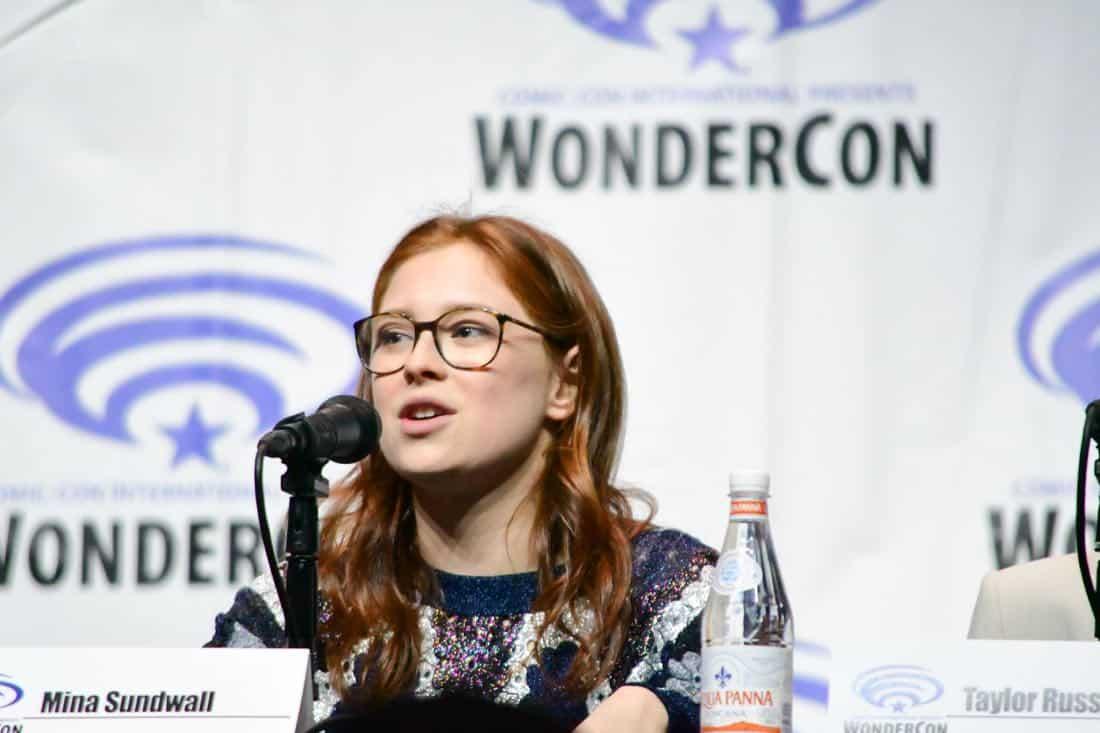 Lost In Space Netflix WonderCon 2018 Cast 19