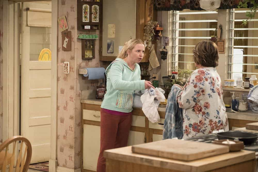 Roseanne Episode 3 Season 10 Roseanne Gets the Chair 06