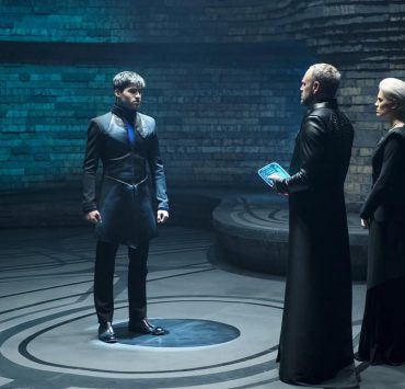 "KRYPTON -- ""House of El"" Episode 102 -- Pictured: (l-r) Cameron Cuffe as Seg-El, Elliot Cowan as Daron-Vex, Wallis Day as Nyssa-Vex -- (Photo by: Steffan Hill/Syfy)"