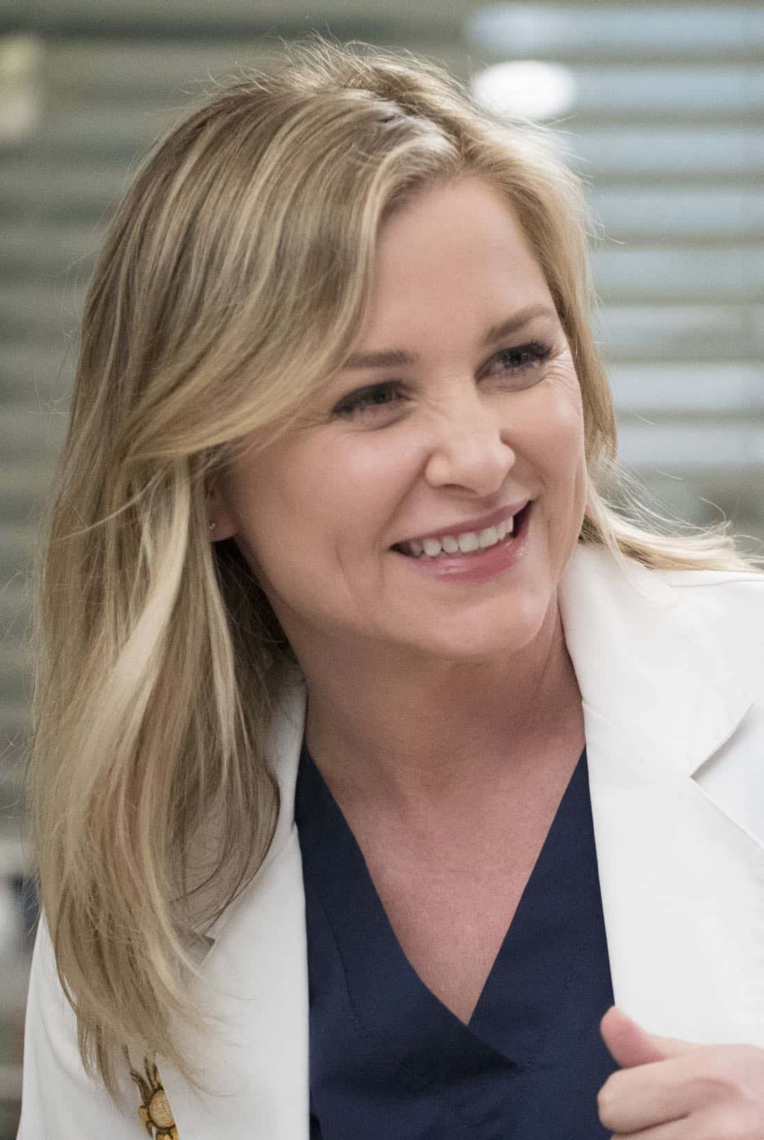 Greys Anatomy Episode 18 Season 14 Hold Back The River 14
