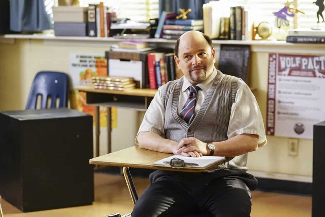 """Killer Asteroids, Oklahoma, and a Frizzy Hair Machine"" -Pictured: Mr. Lundy (Jason Alexander). A disappointing loss at the science fair sends SheldonÕs life in a new direction, on YOUNG SHELDON, Thursday, March 29 (8:31-9:01 PM, ET/PT) on the CBS Television Network. Jason Alexander guest stars as SheldonÕs drama teacher, Mr. Lundy. Photo: Sonja Flemming/CBS ©2018 CBS Broadcasting, Inc. All Rights Reserved."