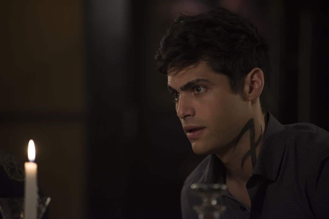 "SHADOWHUNTERS - ""What Lies Beneath"" - The Shadowhunters try to track down the new imposing threat, while Jace has a suspicion that Jonathan is back and behind the mundane attacks. Simon tries to figure out what The Seelie Queen did to him during his time in the glade. Alec decides to host a Lightwood family dinner at Magnus' house after a surprising visit from Maryse. This episode of ""Shadowhunters"" airs Tuesday, April 3 (8:00 - 9:00 p.m. EDT) on Freeform. (Freeform/John Medland) MATTHEW DADDARIO"