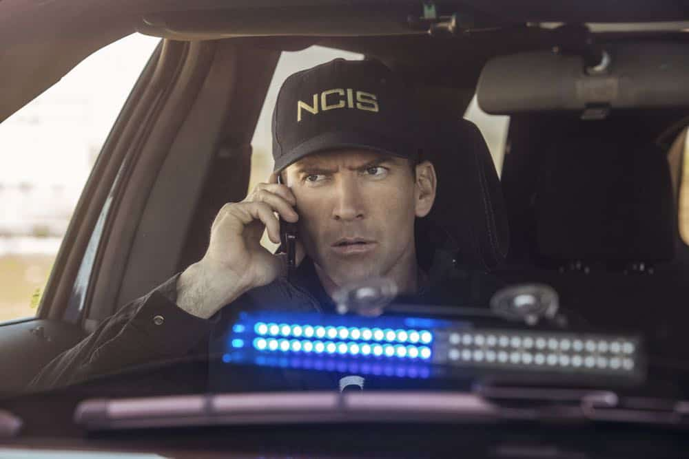 ÒPowder KegÓ Ð Pride and his bar patrons, including Sydney Halliday (Riann Steele) who is visiting Pride after leaving the Army, are held hostage by a group of volatile thieves, on NCIS: NEW ORLEANS, Tuesday, April 17 (10:00-11:00 PM, ET/PT) on the CBS Television Network. Pictured: Lucas Black as Special Agent Christopher LaSalle Photo: Skip Bolen/CBS ©2018 CBS Broadcasting, Inc. All Rights Reserved