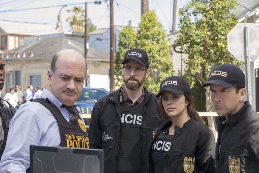 ÒPowder KegÓ Ð Pride and his bar patrons, including Sydney Halliday (Riann Steele) who is visiting Pride after leaving the Army, are held hostage by a group of volatile thieves, on NCIS: NEW ORLEANS, Tuesday, April 17 (10:00-11:00 PM, ET/PT) on the CBS Television Network. Pictured L-R: Donovan Mitchell as Wallace Leroi, Matt Servitto as Captian Estes, Rob Kerkovich as Forensic Scientist Sebastian Lund, Vanessa Ferlito as FBI Special Agent Tammy Gregorio, and Lucas Black as Special Agent Christopher LaSalle Photo: Skip Bolen/CBS ©2018 CBS Broadcasting, Inc. All Rights Reserved