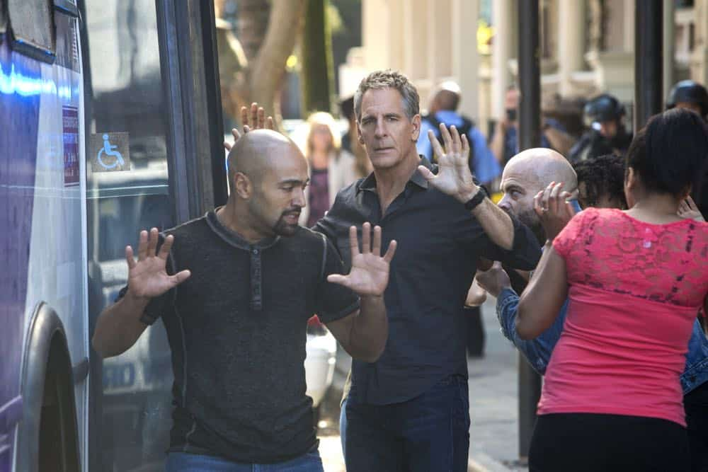 ÒPowder KegÓ Ð Pride and his bar patrons, including Sydney Halliday (Riann Steele) who is visiting Pride after leaving the Army, are held hostage by a group of volatile thieves, on NCIS: NEW ORLEANS, Tuesday, April 17 (10:00-11:00 PM, ET/PT) on the CBS Television Network. Pictured: Scott Bakula as Special Agent Dwayne Pride Photo: Skip Bolen/CBS ©2018 CBS Broadcasting, Inc. All Rights Reserved