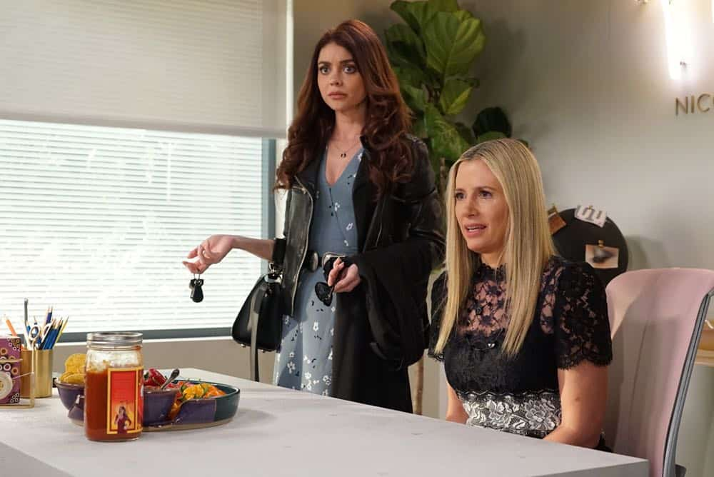 Modern Family Episode 19 Season 9 Chips And Salsa 12