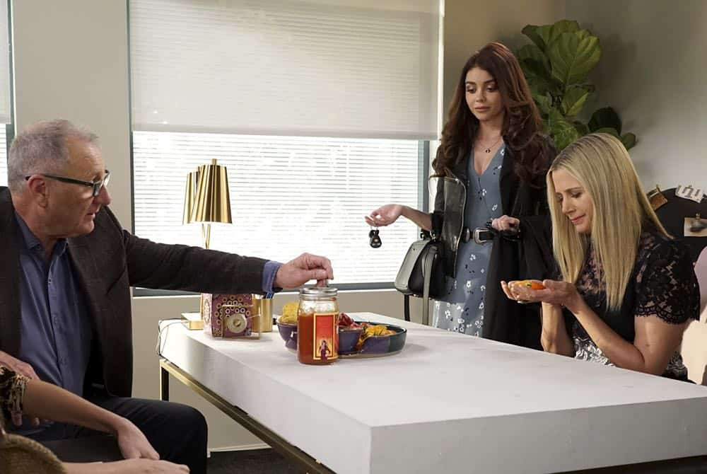 Modern Family Episode 19 Season 9 Chips And Salsa 13