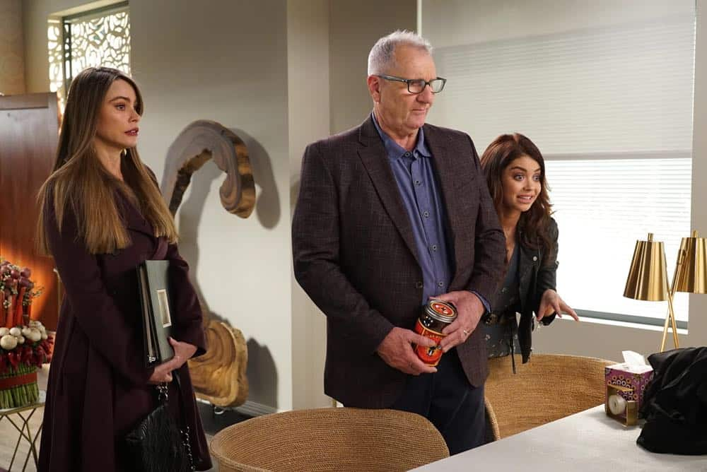 Modern Family Episode 19 Season 9 Chips And Salsa 20