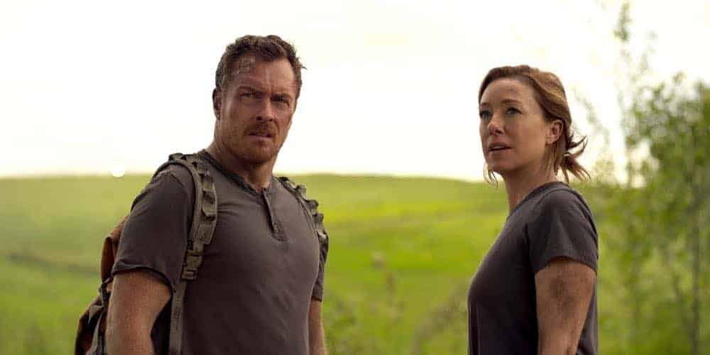 Toby-Stephens-and-Molly-Parker-Lost-In-Space