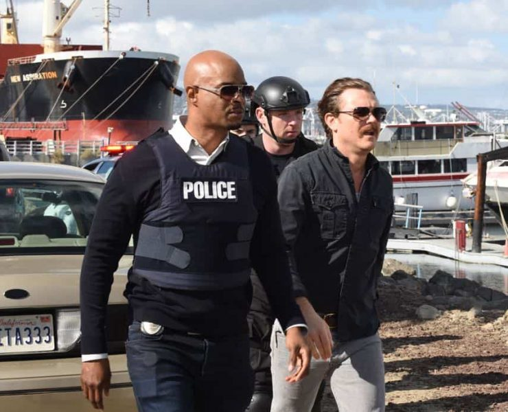 """LETHAL WEAPON: L-R: Damon Wayans and Clayne Crawford in the """"Frankie Comes to Hollywood"""" episode of LETHAL WEAPON airing Tuesday, April 10 (8:00-9:00 PM ET/PT) on FOX. ©2018 Fox Broadcasting Co. CR: Ray Mickshaw/FOX"""