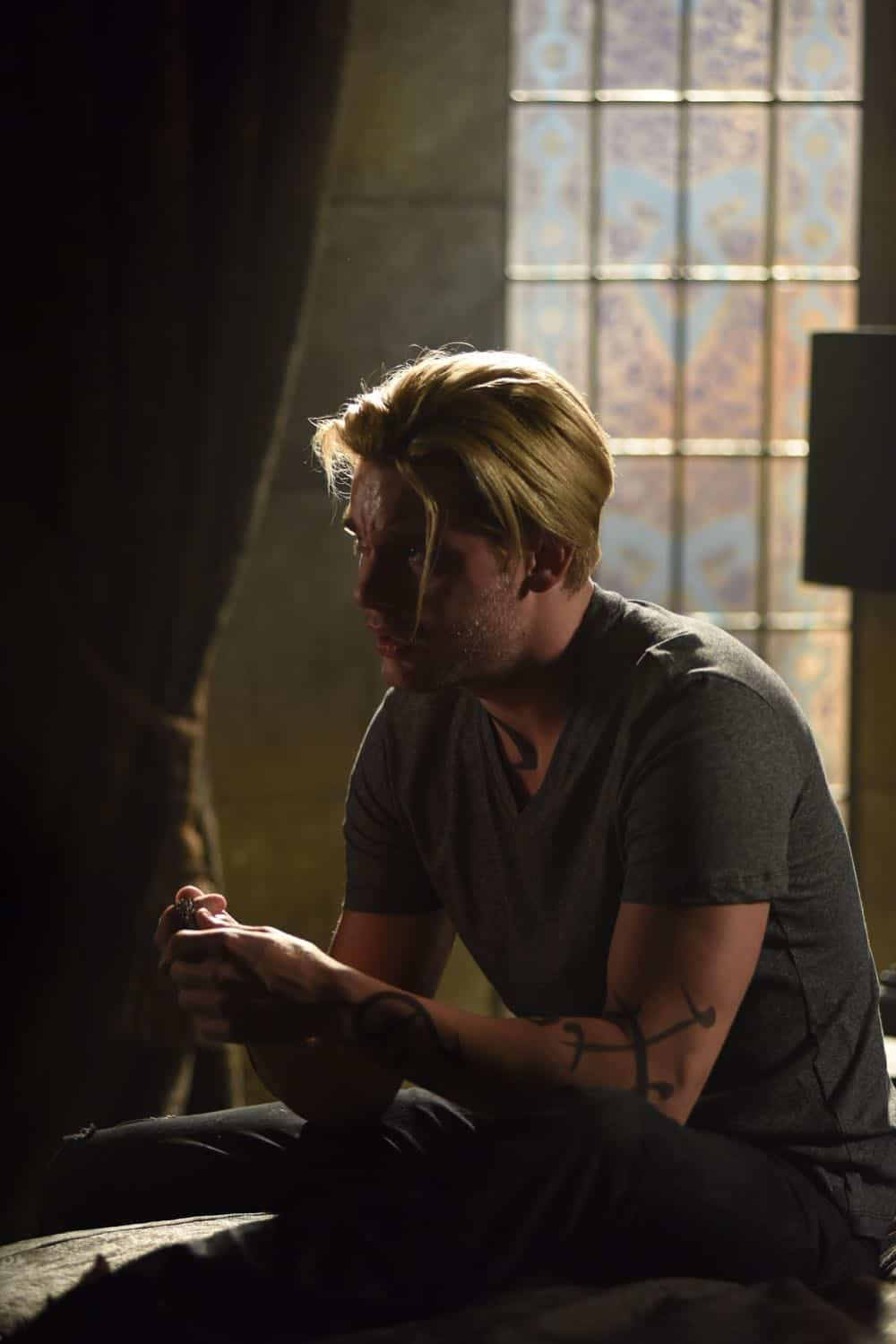 Shadowhunters Episode 4 Season 3 SHADOWHUNTERS Season 3 Episode 4 Photos Thy Soul Instructed 39