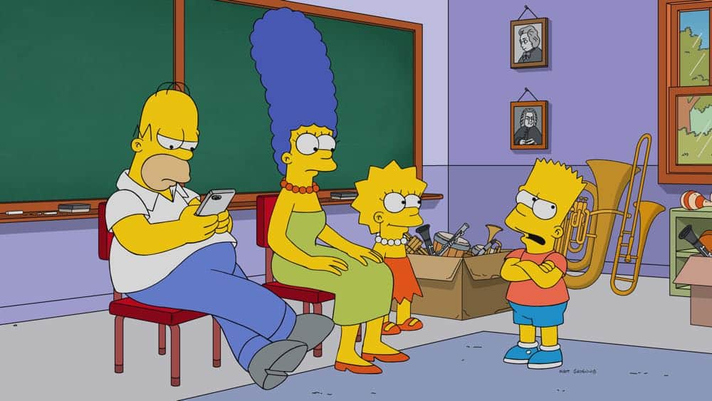 """THE SIMPSONS: Homer and Marge follow Moe after the bar closes early and discover him and his father fighting. The Simpsons, after finding out that Moe has been excommunicated from his family for years, attempt to bring them back together in the """"King Leer"""" episode of THE SIMPSONS airing Sunday, April 15 (8:00-8:30 PM ET/PT) on FOX. THE SIMPSONS ™ and © 2018 TCFFC ALL RIGHTS RESERVED."""
