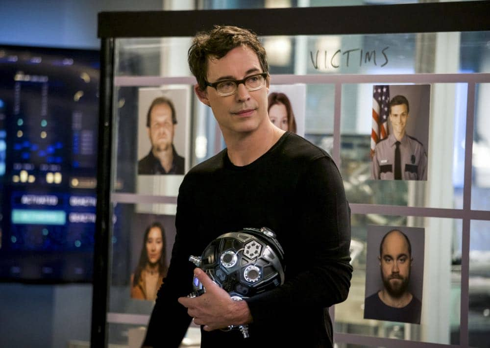 """The Flash -- """"Null and Annoyed"""" -- Image Number: FLA417b_0076b.jpg -- Pictured: Tom Cavanagh as Harrison Wells -- Photo: Shane Harvey/The CW -- © 2018 The CW Network, LLC. All rights reserved"""